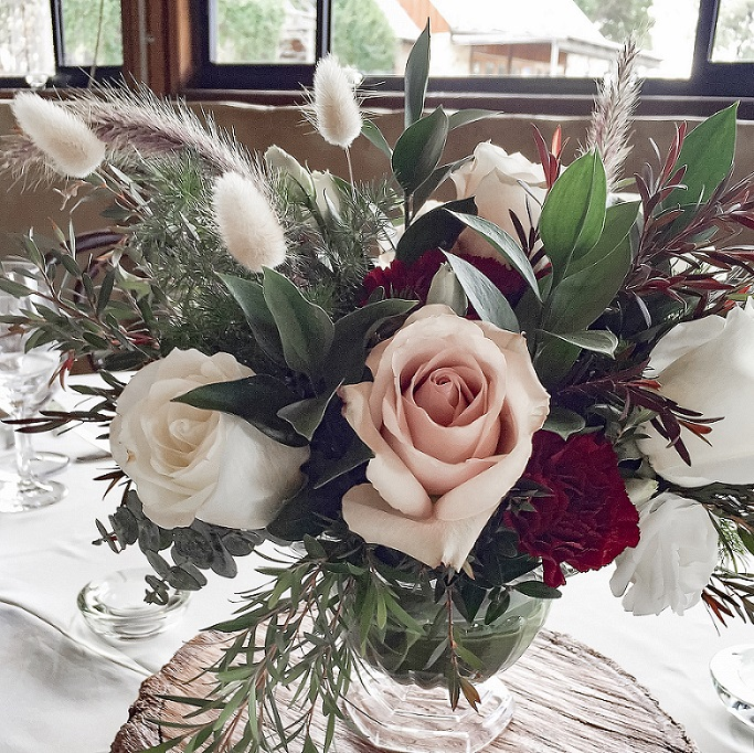 guest table floral centrepiece