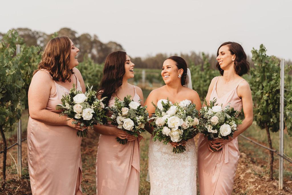 bride bridesmaid bouquets