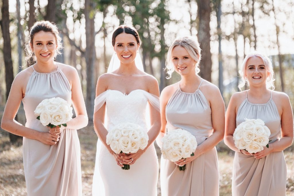 bride bridesmaid bouquets